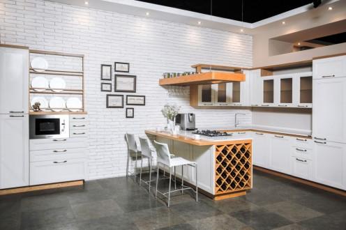 Площадь кухни: 23 м2 Материал фасадов: натуральное дерево Материал столешницы: кварц