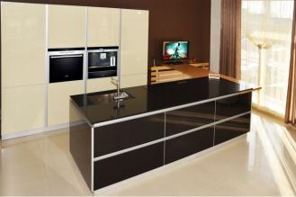 Площадь кухни: 29 м2 Материал фасадов: стекло Материал столешницы: искусственный камень